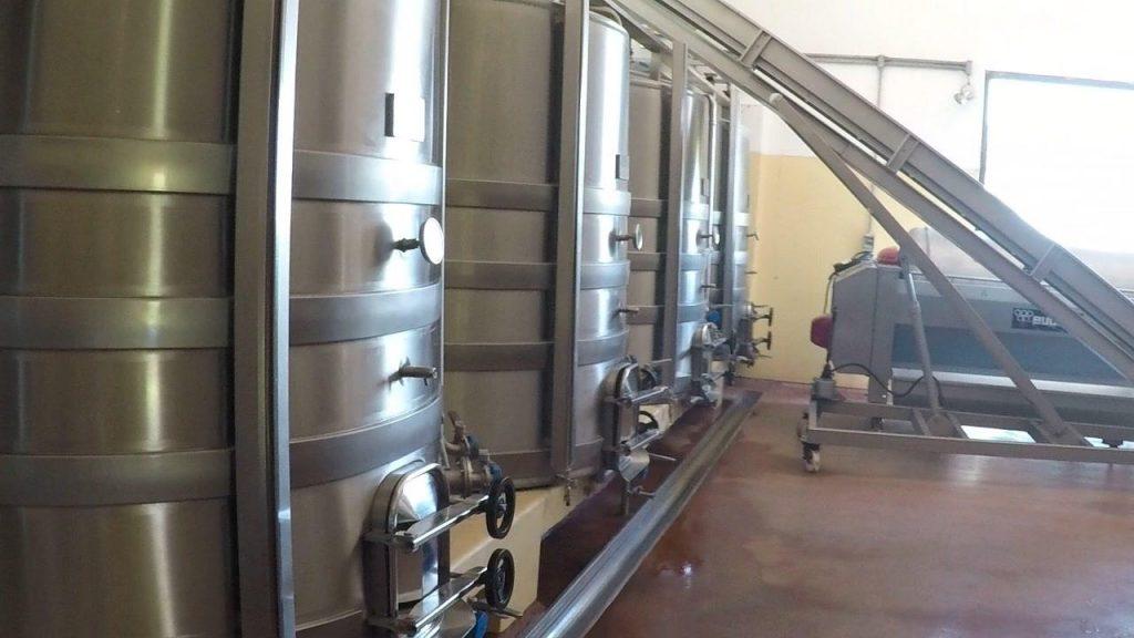 Tanques de inox para produção de vinho Bodega Bouza - Vinicola em Montevideu